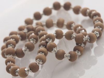 Sandalwood Bead Choker Necklace